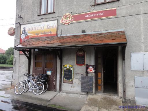 Country bar na kolejích - Okříšky